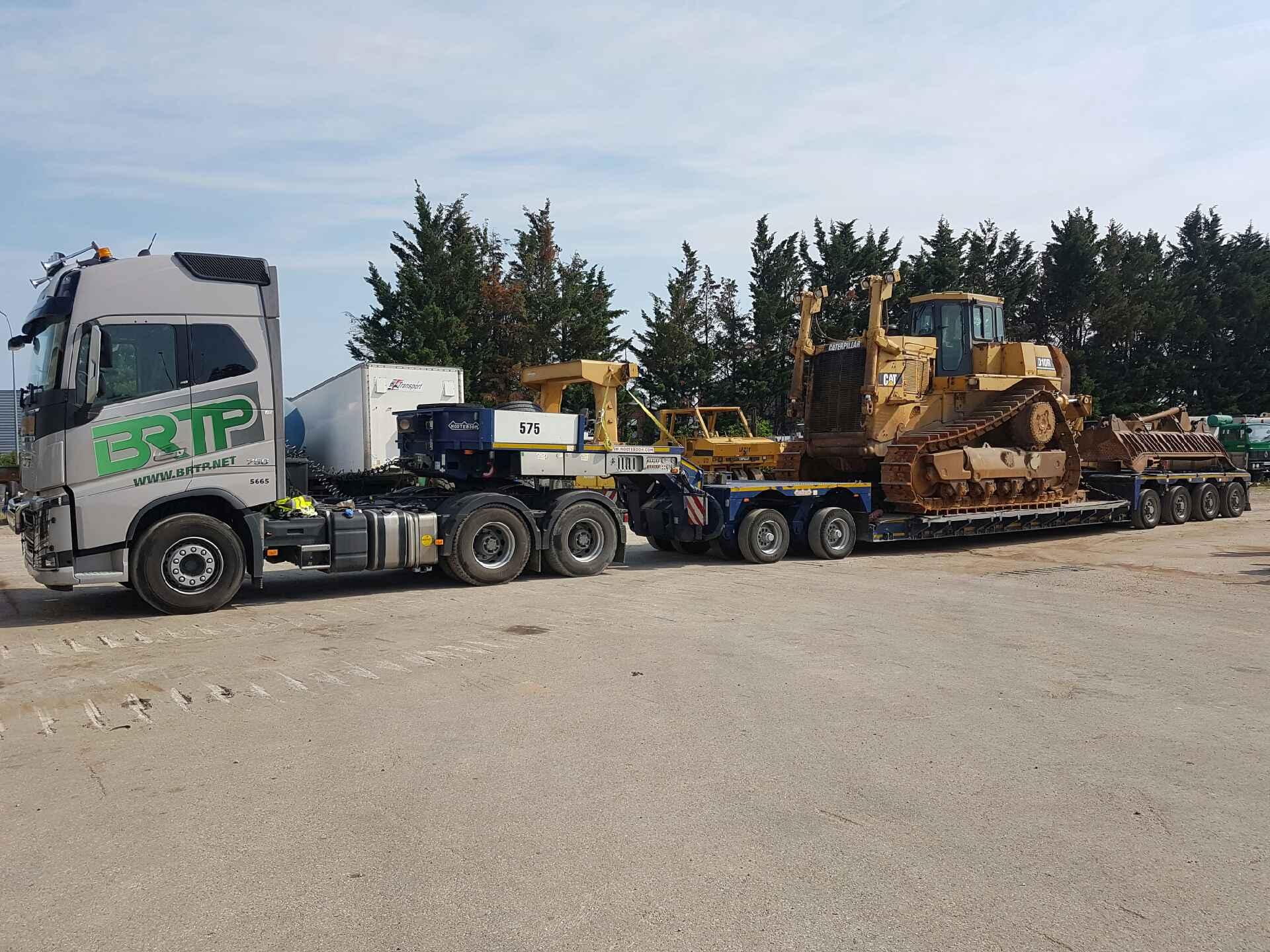 Transport exceptionnel d un bulldozer cat d10 en rh ne alpes brtp - Location camion grenoble ...